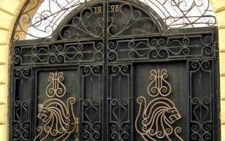 Резные ворота из металла